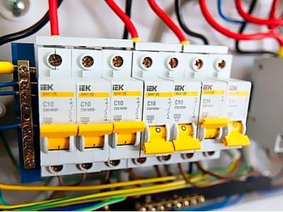 Автоматичні вимикачі: конструкція, маркування, основні параметри та таблиці вибору автоматів